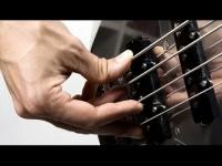 Basso elettrico per chi inizia: la mano destra